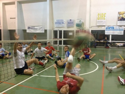 Una partita di Sitting Volley con gli atleti della Bacci di Campi Bisenzio