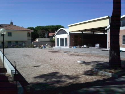 I lavori in corso per la nuova farmacia di via Barberinese