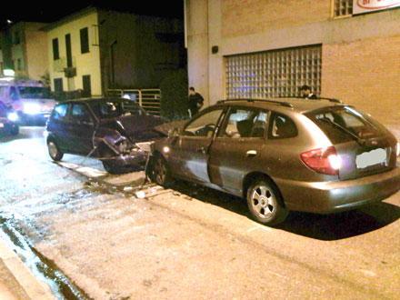 Lo scontro frontale fra due auto nella notte di martedì.