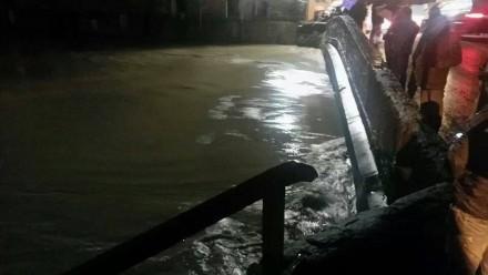 IL livello del Bisenzio al Ponte della Rocca - Foto scattata da Valentina C.